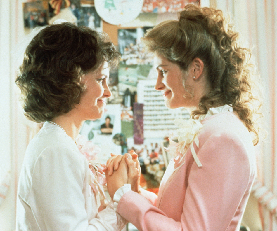 Sally Field and Julia Roberts in <em>Steel Magnolias</em>.