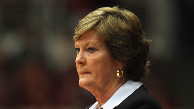 Pat Summitt coaching a game in December 2011. (Getty Images)