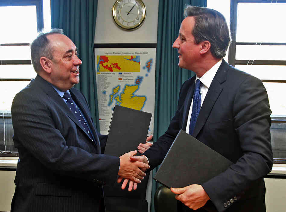 Scottish First Minister Alex Salmond and Prime Minister David Cameron shake hands after signin
