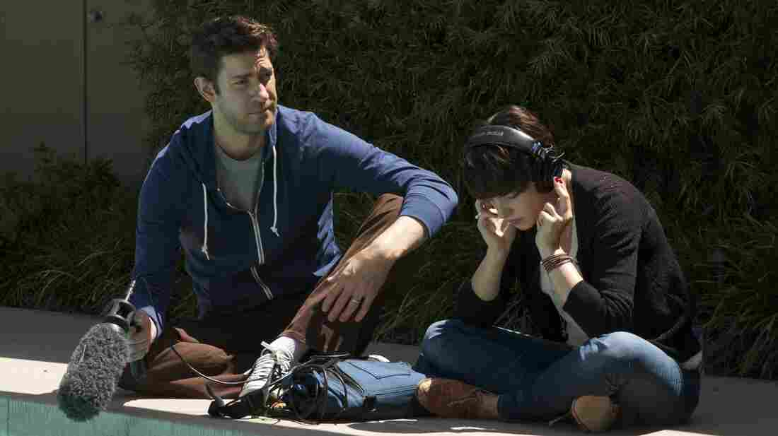 A married Hollywood sound man (John Krasinski) falls for his collaborator and house guest (Olivia Thirlby) in Nobody Walks, a messily mortifying study of emotional impulse.