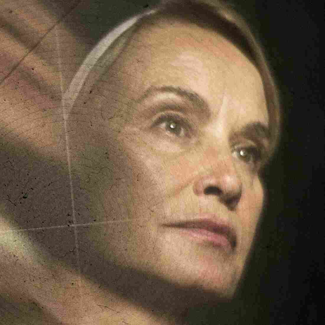 Jessica Lange, Back In Black For 'Horror Story'