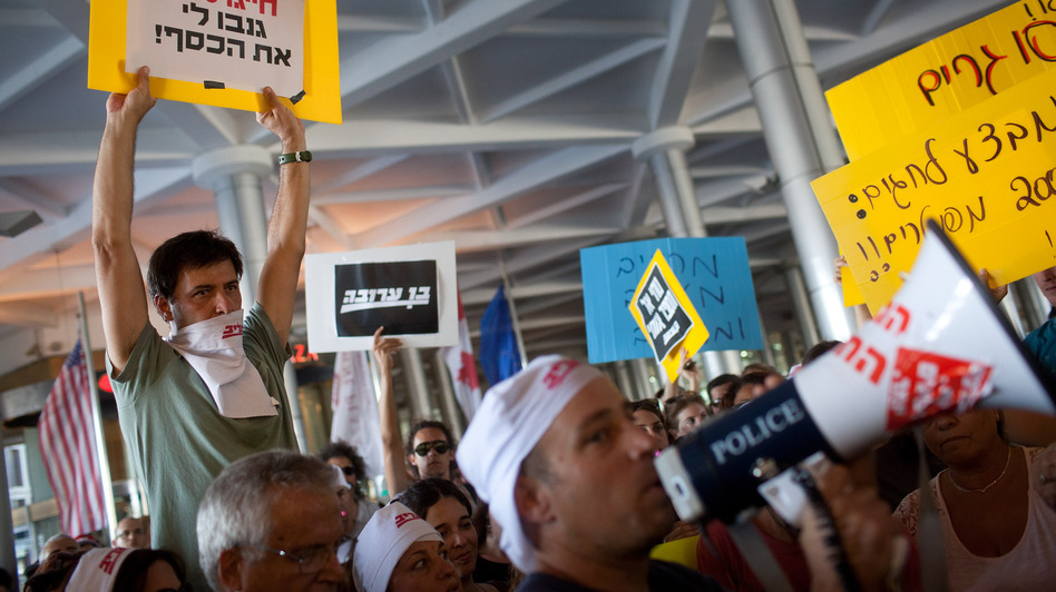 Former staff of Israel's daily <em>Maariv</em> newspaper protest their dismissals on Sept. 20, in Tel Aviv. The newspaper, one of the country's oldest, is on the verge of closure.