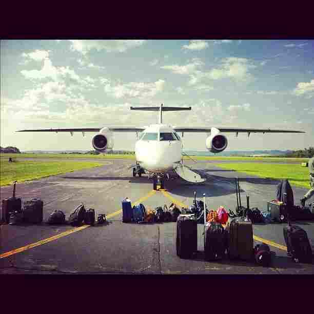 Romney press plane lands in Wheeling, W.Va. @philiprucker