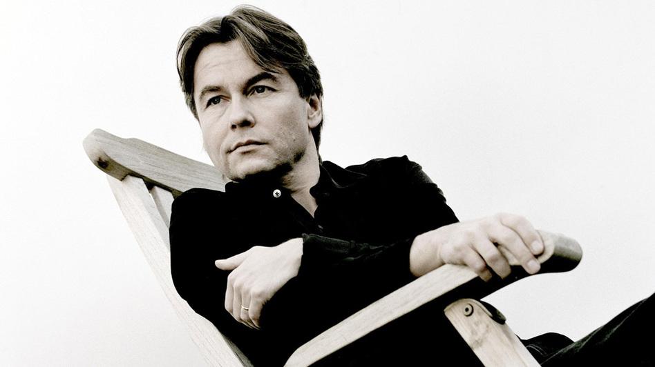 Composer-conductor Esa-Pekka Salonen's award-winning Violin Concerto receives its debut recording. (Deutsche Grammophon)