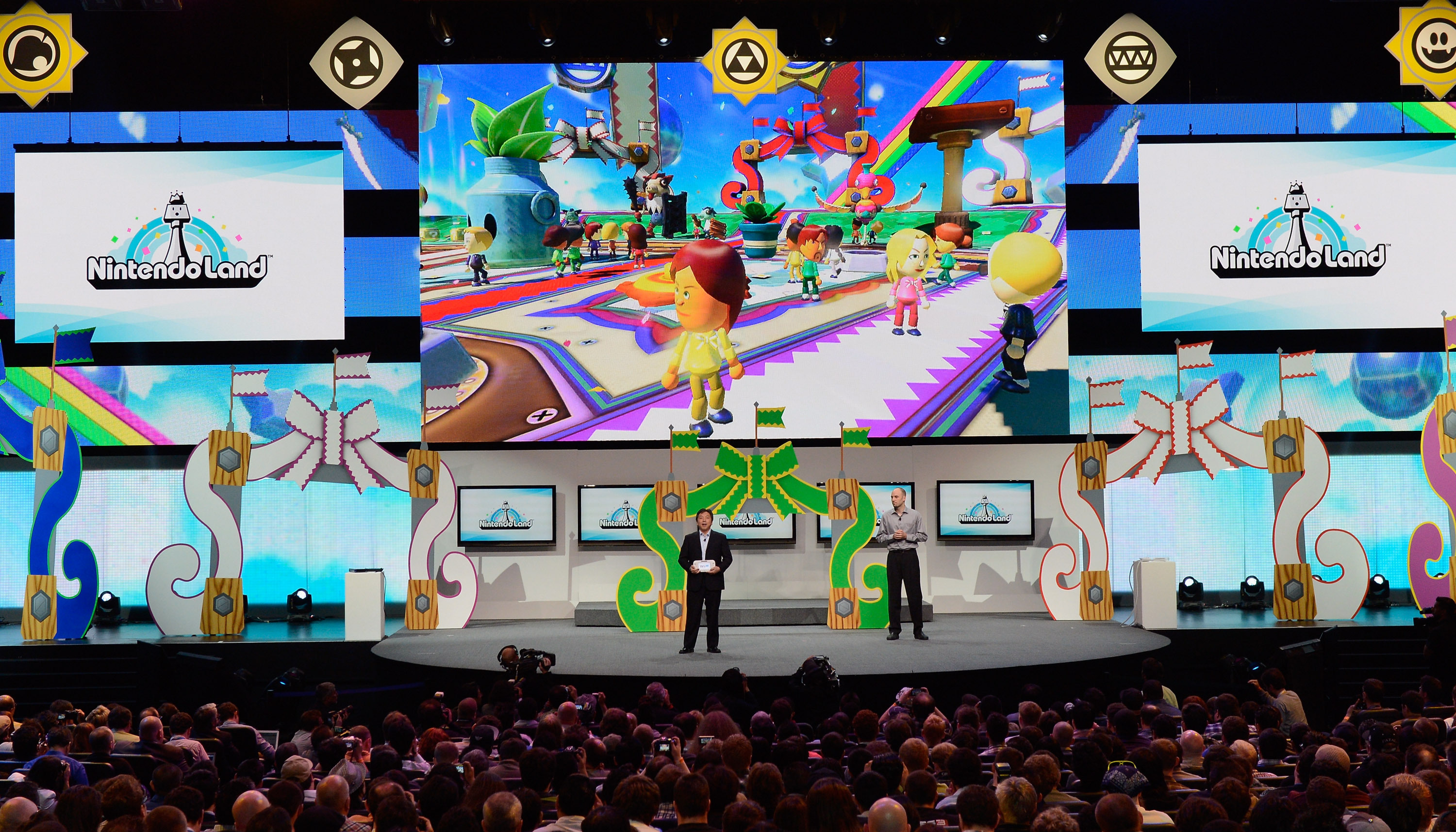 NintendoLand is a theme park game with different activities designed for Nintendo's new hand-held game console Wii U. It was presented at the Electronic Entertainment Expo in Los Angeles in June.