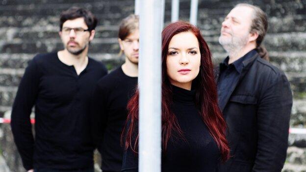 On Matane Malit, the Elina Duni Quartet lays expansive instrumentation over traditional Albanian folk melodies.