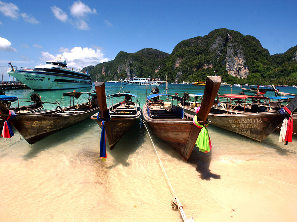 The Phi Phi Islands in Thailand are a tourists' paradise. In June, sisters Noemi and Audrey Belanger were found dead in their hotel room there. (Stephen Shaver/AFP/Getty Images)
