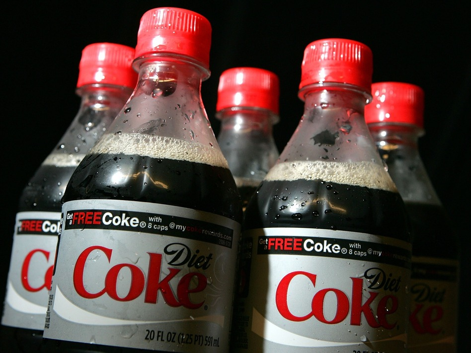 Drinking diet soda and other low-calorie drinks may help you manage weight, but experts say plain old H2O is still the best way to go. (Justin Sullivan/Getty Images)