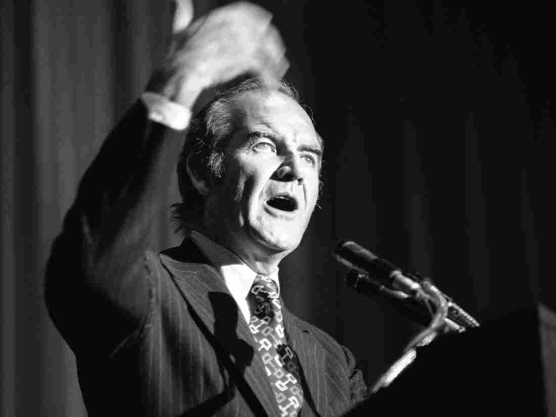 Democratic presidential candidate George McGovern talks about the bombs being used in Vietnam at a $250-a-person fundraising dinner in Los Angeles on Sept. 27, 1972.