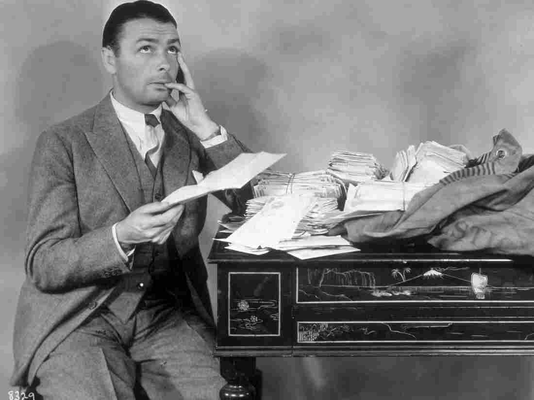 circa 1935: Film star and comedian George K Arthur, reading through his fan mail. (Photo by Hulton Archive/Getty Images)