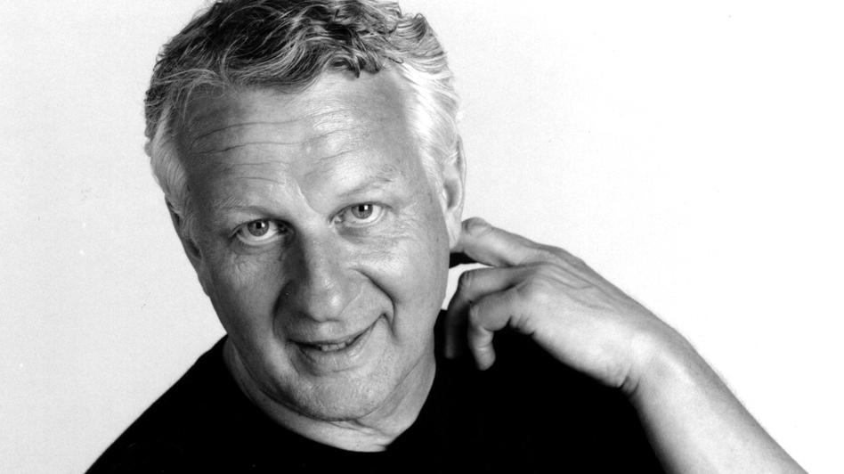 Writer Joe Queenan<em> </em>reads on average 125 books a year. He is also the author of <em>Closing Time</em><em>, <em>Balsamic Dreams </em></em>and<em><em> </em></em><em> Red Lobster, White Trash & the Blue Lagoon. </em>