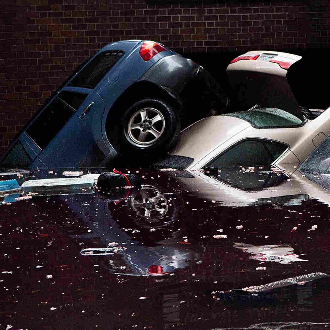 Sandy Deals New York City Flooding, Fire And Blackouts