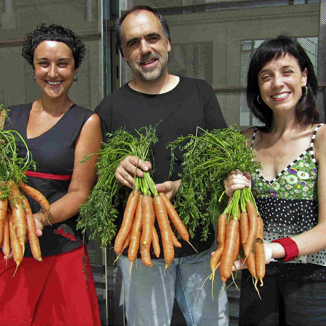 To Get Around Tax Hike, Spanish Theater Sells Carrots, Not Tickets