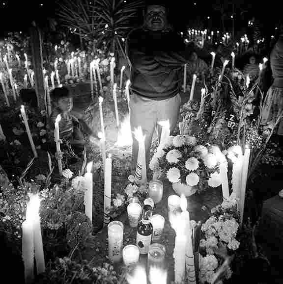 Atzompa cemetery, 3 a.m.