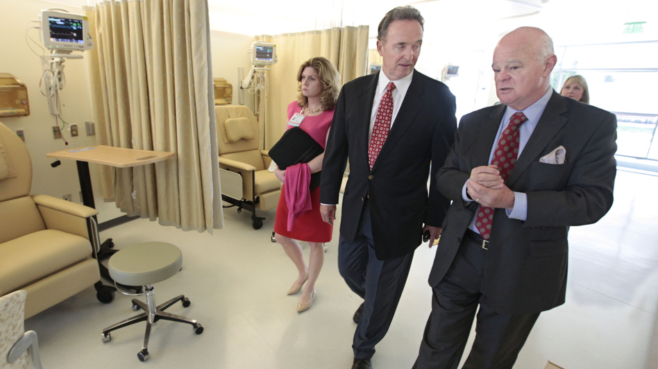 Republican Congressman Dan Lungren (center) tours a cancer center in Sacramento, Calif. Lungren is running for re-election in California's 7th Congressional District. (AP)