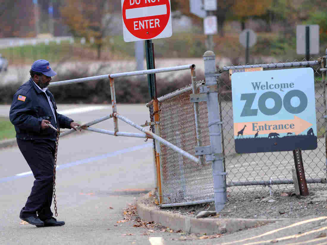 A security guard closes the gate at the Pittsburgh Zoo, where a 2-year-old boy was killed Sunday.