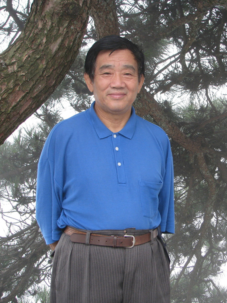 Yang Jisheng is a Chinese author and journalist. After graduating from Tsinghua University, he was a career journalist with Xinhua News Agency. (Farrar, Straus & Giroux)
