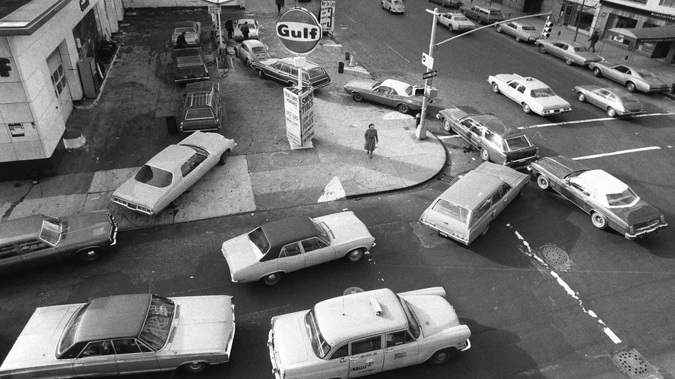 On Dec. 23, 1973, cars lined up in two directions at a gas station in New York City. (AP)