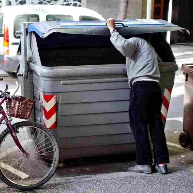 To Scrape By, The Poor In Spain Go Dumpster Diving