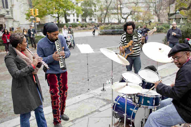 Keyboardist Marc Cary led a group at the Engineers' Gate, adjacent to the reservoir at East 90th Street.