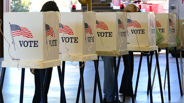 Citizens vote in Los Angeles County on Nov. 6. (AFP/Getty Images)