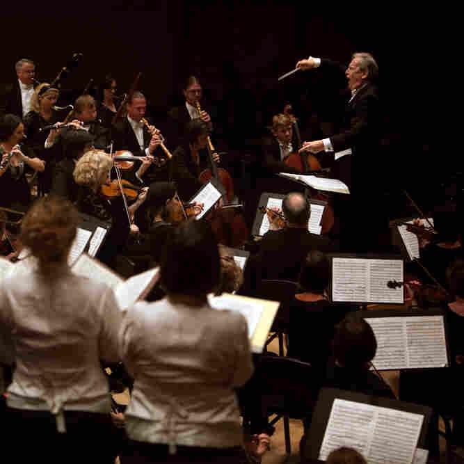 John Eliot Gardiner leads the Orchestre Revolutionnaire et Romantique and the Monteverdi Choir at Carnegie Hall in New York, NY on November 17, 2012.