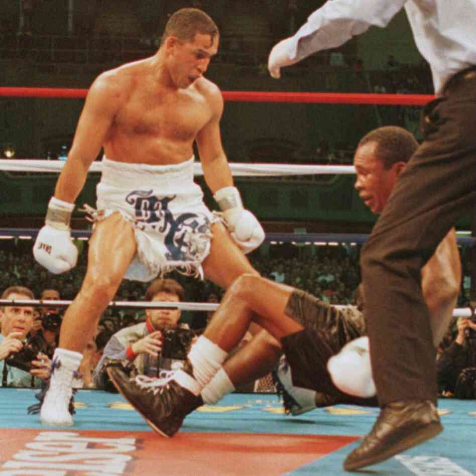 "March 1, 1997: Hector ""Macho"" Camacho watches as ""Sugar&q"