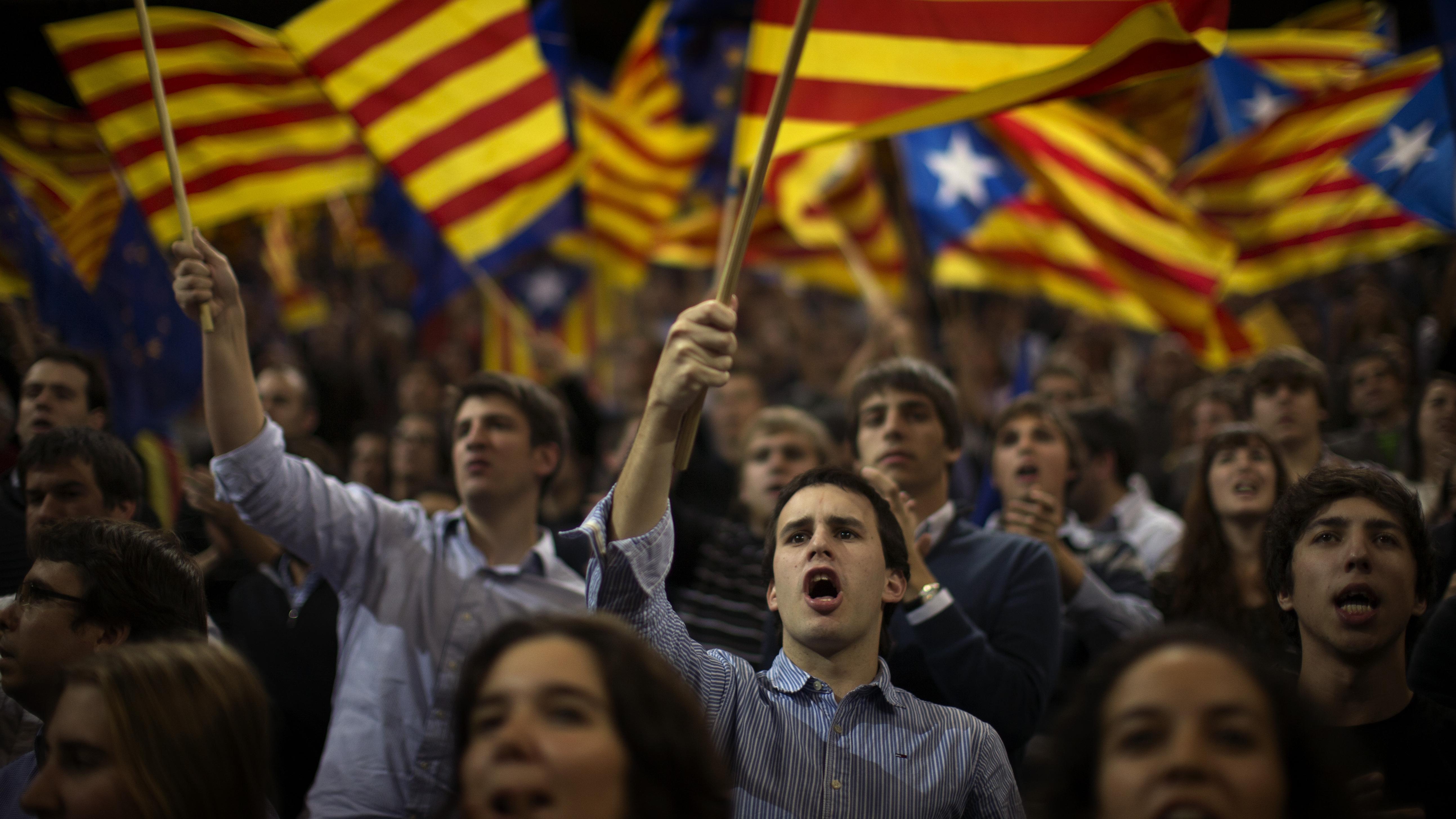 Перед избирательными участками в Барселоне выстроились очереди
