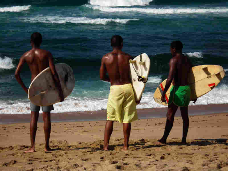 Otelo, Mandla (Silhe Xaba, center) and New Year escape the turmoil around them by taking to the waves and training to compete professionally.