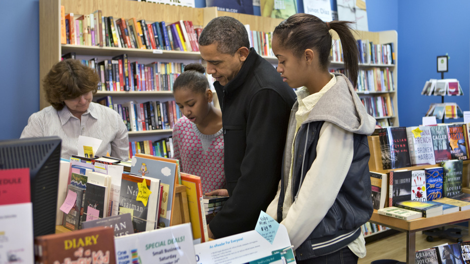 President Obama and daughters Sasha and Malia  go shopping at a small bookstore, One More Page, in Arlington, Va. This is shaping up to be a better holiday season for independent booksellers than in past years. (AP)