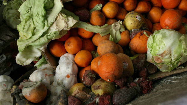 The National Restaurant Association says getting restaurants to focus on the food waste problem is a big challenge. (Getty Images)