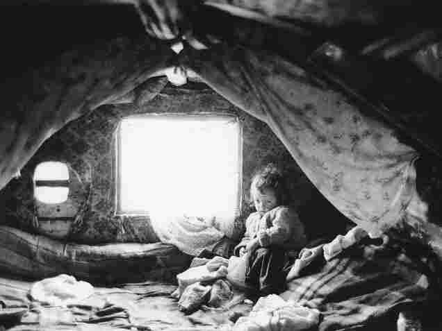 Infant in a caravan, Navan