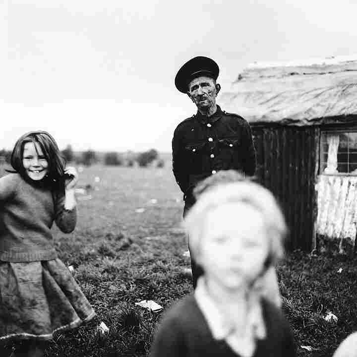 Willie Donoghue and children, Cherry Orchard