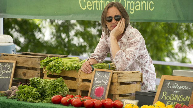 Flying 'Solo': Robert Carlyle plays a burnout Britpop veteran drinking his way through a second career among the farmers markets of Southern California — until a DUI bust sends him into a tailspin.