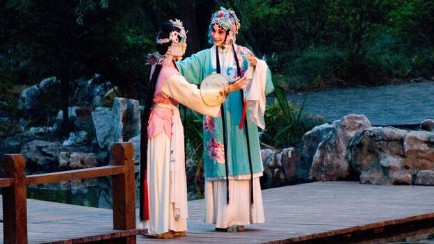 A garden serves as the stage in the opera. (Zhang Yi)