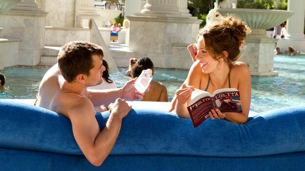 Jeremy (Joshua Jackson) and Beth (Rebecca Hall) enjoy the sun and sin of Las Vegas.