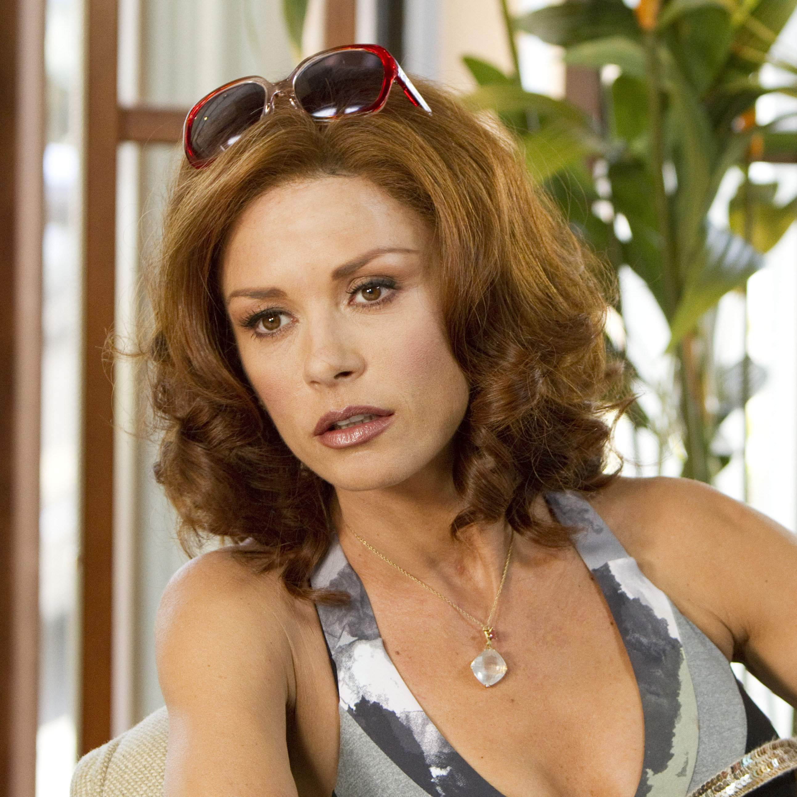 Tulip (Catherine Zeta-Jones), a veteran in the world of Vegas sports gambling, doesn't appreciate the ingenue's increasing admiration of her husband.