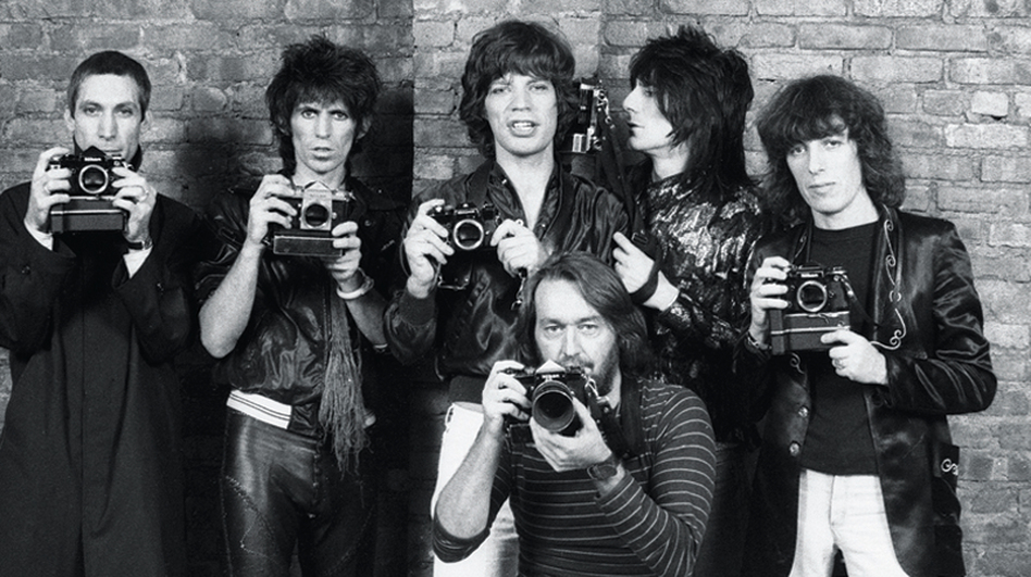 Photographer Ken Regan with the Rolling Stones, 1977 (Courtesy of Ken Regan/Camera 5)