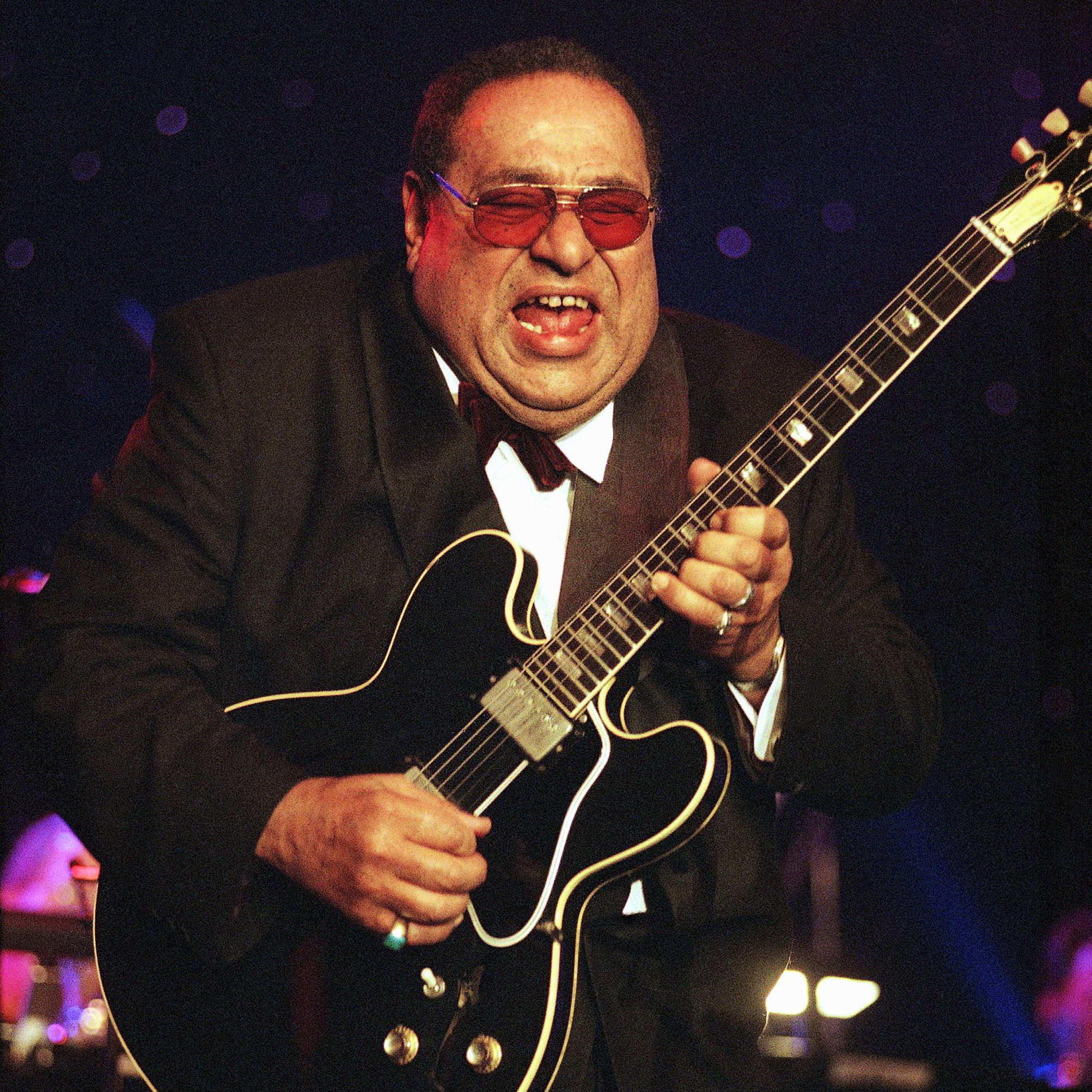 Mickey Baker in 1999, at the Rhythm & Blues Foundation Tenth Annual Pioneer Awards in Culver City, Calif.