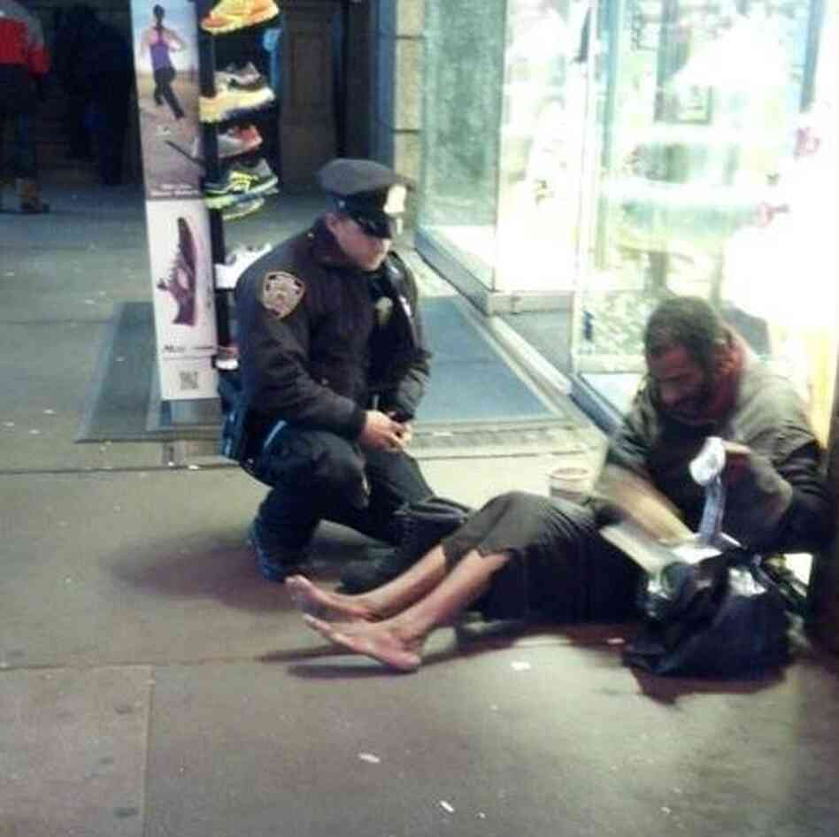 The photo that touched many hearts: New York City Police Officer Lawrence DePrimo gives a shoeless man a pair of bo