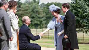 Franklin Roosevelt (Bill Murray) greets Britain's Queen Elizabeth (Olivia Colman) and King George VI (Samuel West).