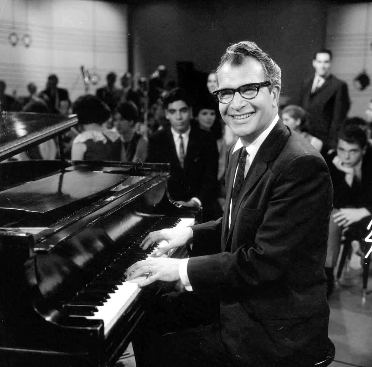 short biography dave brubeck 15032014 mrs brubeck was an effective promoter of her husband, dave brubeck, and went on to work with him as a lyricist and librettist.