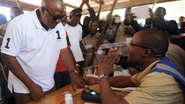 Ghana's President John Dramani Mahama arrives at a polling station to cast his vote. (AFP/Getty Images)