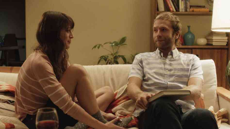 When she leaves her boyfriend, Sarah (Lizzy Caplan) quickly rebounds with Jonathan (Mark Webber).