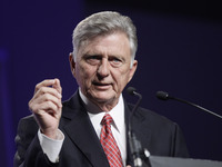 Arkansas Gov. Mike Beebe speaks about expanding Medicaid during a speech to the Arkansas State Chamber of Commerce in Little Rock, Ark., on Nov. 14. The federal government hasn't set a deadline for states to decide on their Medicaid expansion plans.