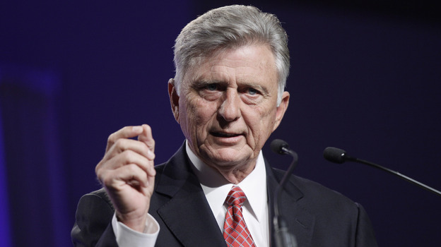 Arkansas Gov. Mike Beebe speaks about expanding Medicaid during a speech to the Arkansas State Chamber of Commerce in Little Rock, Ark., on Nov. 14. The federal government hasn't set a deadline for states to decide on their Medicaid expansion plans. (AP)