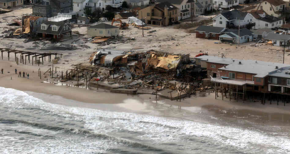 the cause of effect of beach erosion Hurricane florence, a dangerous category 4 hurricane, is very likely to cause beach erosion along about three-quarters of the north carolina coast as it makes landfall, and to overwash about 15 percent of that state's dunes, with less extensive erosion in nearby states, say coastal change experts at the us geological survey.