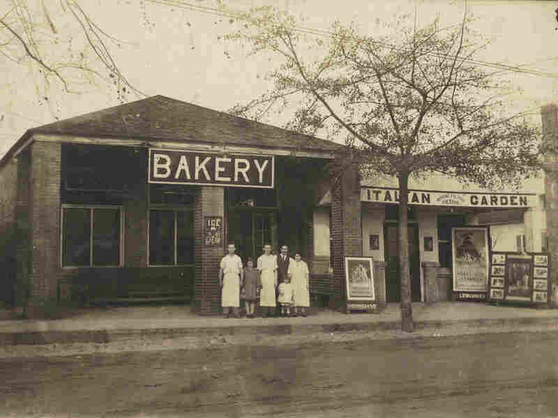 The original Claxton Bakery in Claxton, Ga., circa 1915-1920.