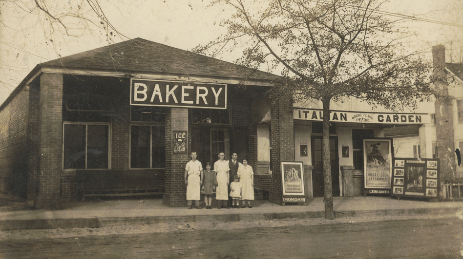 The original Claxton Bakery in Claxton, Ga., circa 1915-1920. (Courtesy of Dale Parker)
