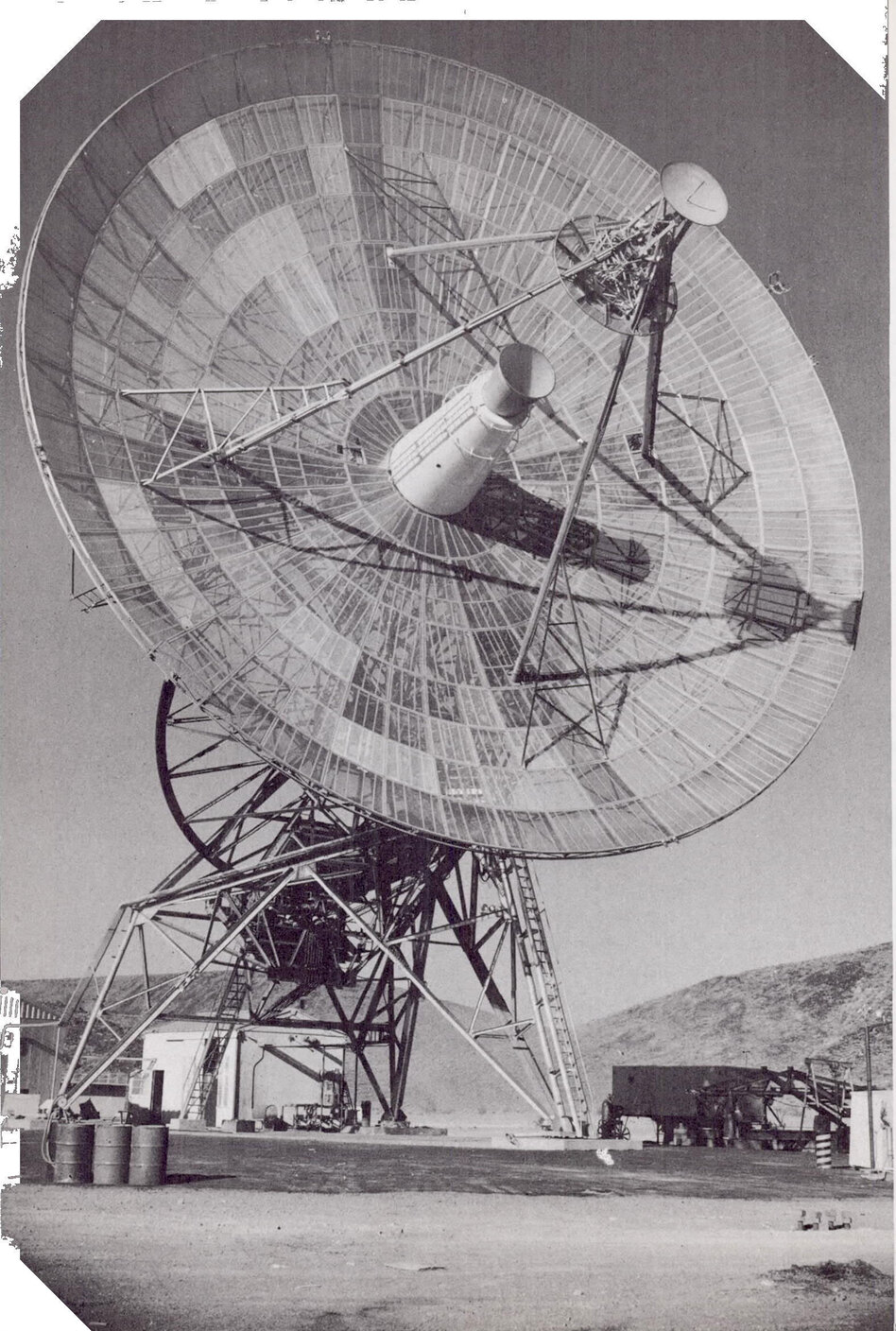 Radio signals from the Mariner spacecraft were received on three 85-foot antennas like this one, which were built in California's Mojave desert, near Johannesburg in South Africa, and near Woomera in southern Australia. (NASA/JPL/Caltech)